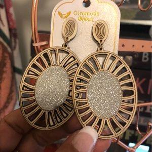 GiraModa Earrings Gorgeous Lightweight Fashion!
